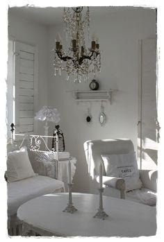 pretty all white Living room Shabby Chic Living Room, Shabby Chic Homes, Shabby Chic Style, Shabby Chic Decor, Rustic Decor, All White Room, Living Room White, White Rooms, Living Rooms