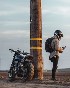 Back to my normal posts. Desert Sled, Cafe Racer Style, Cafe Racer Motorcycle, California Love, Moto Style, Male Poses, Road Bikes, Bike Life, Scrambler
