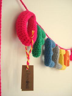 Letras rellenas tejidas al crochet, $30 en https://ofeliafeliz.com.ar