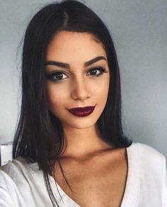 Dark lipstick is so pretty