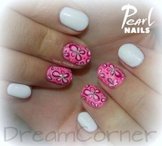 Colorful flowers from Melinda Tamás. :-)  For more picture from her visit our Pinterest side:  https://hu.pinterest.com/pearlnails