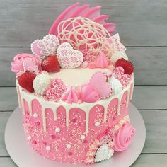 Valentine's Day cake Pretty Cakes, Cute Cakes, Beautiful Cakes, Yummy Cakes, Amazing Cakes, Girly Cakes, Fancy Cakes, Drippy Cakes, Super Torte