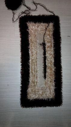 HOBİLERİMLE BEN :): Halı Kaydırmaz Üzerine Paspas Crochet Cow, Pom Pom Rug, Macrame Knots, Weaving Patterns, Design Case, Carpet, Symbols, Rugs, Knitting