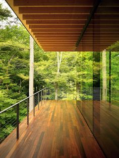 Wooden house in forest with beautiful glass architecture, carrying natural theme surroundings that put in stylish modern house building, house is almost entirely made up wood and glass Architecture Résidentielle, Japanese Architecture, Modern Glass House, Wooden House Design, Glass House Design, Wood Design, Modern Deck, Modern Railing, Modern Balcony