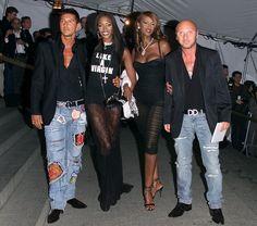 Pin for Later: 75 unvergessliche Momente der Met Gala Stefano Gabbana, Naomi Campbell, Iman und Domenico Dolce —2001