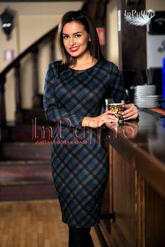 Rochie trei sferturi cu model in carouri Sweaters, Dresses, Fashion, Vestidos, Moda, Fashion Styles, The Dress, Fasion, Sweater