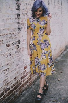 yellow & purple floral short sleeve midi dress + heels | spring summer fall style