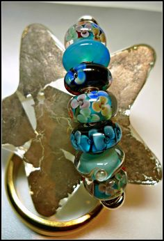 Trollbeads Daydream Blossom Beads in a cuff bracelet Pandora Bracelets, Pandora Jewelry, Pandora Charms, Jewelry Art, Beaded Jewelry, Jewelry Design, Jewellery, Baubles And Beads, Blue Beads