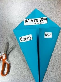 Reading/Writing Activity: For the weather unit, make a kite, then jot down rhyming words inside the flaps! also did as intro to adjectives Weather Kindergarten, Kindergarten Language Arts, Kindergarten Science, Kindergarten Reading, Teaching Reading, Teaching Ideas, Preschool Ideas, Preschool Weather, Fall Preschool