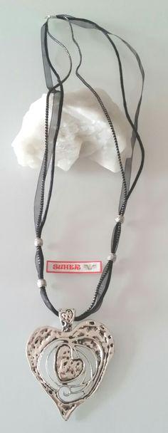 collar-corazon-con-cintas-de-organza-y-cola-de-raton