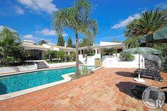 Quinta Da Luz is a substantial 5 bedroom villa in Lagos - part of the western Algarve, Portugal. Premier Villas specialises in handpicked luxury villas. Algarve, Portugal, Luxury Villa, Mansions, House Styles, Villas, Outdoor Decor, Home Decor, Lakes