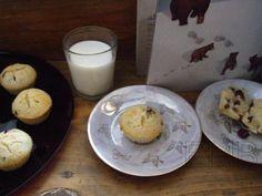 Muffins de arándanos y pepitas de chocolate  http://enmilbatallas.com/2011/03/17/muffins-de-arandanos-y-pepitas-de-chocolate/