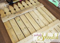 Chalkboard Picket Fence Pallet Tutorial - Positively Splendid {Crafts, Sewing, Recipes and Home Decor} Glass Fence, Concrete Fence, Bamboo Fence, Small Fence, Horizontal Fence, Front Fence, Front Porch, Pallet Fence, Farm Fence