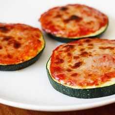 Zucchini Pizza Bites ~ quick & delicious snack!  I actually think these would be good.