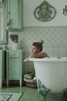 33 Best ideas for bath photography art boudoir Bath Photography, Photography Women, Fashion Photography, Photography Composition, Photography Tutorials, Photography Store, Photography Hacks, Colour Photography, Photography Backgrounds