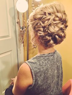 Elegant updo for medium length hair #formalhairstylesforshorthairstraplessdress (formal hairstyles for short hair strapless dress)