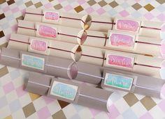 Pillow box packaging. Watercolor tags. Paquetitos con boli para preguntar a alguien si quiere ser testigo de boda.