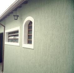 Grafiato externo Wall Texture Types, House Paint Exterior, Textured Walls, House Painting, Ideas Para, Wall Decor, House Design, Windows, 35