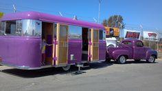 Vintage Camper Trailer & it's Purple! Old Campers, Vintage Campers Trailers, Retro Campers, Vintage Caravans, Camper Trailers, Hauling Trailers, Retro Rv, Classic Campers, Bugatti