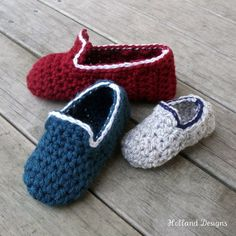 A super little pattern to make slippers for all the kiddies! A great stash buster project!  Crocheted using bulky weight yarn or 2 strands of DK