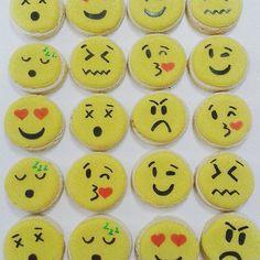 771c183099d  cookies  emoticon  emoji  cupcakes  cake  tortas  pasteles  AYNIC   needcupcakes