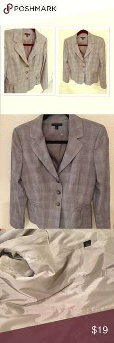 SEMANTIKS 3 button grey peplum blazer GUC Comes from a pet and smoke free home. Will ship the same or next day. No trades. No PP. this item can come with one free ($10) or less item. Tag @jovish under the specific listing and I will include it in your 📦. please use the offer button when negotiating a price. Thank you for your interest and time 🦄🦄 semantiks Jackets & Coats Blazers