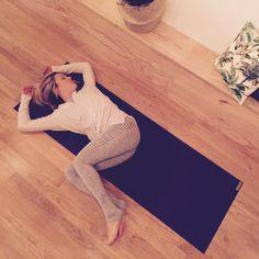 △ Yoga Detox: 5 postures to eliminate toxins! - OLY Be - △ Yoga Detox: 5 postures to eliminate toxins! – OLY Be - Yin Yoga, Yoga Meditation, Yoga Inspiration, Fitness Inspiration, Fitness Del Yoga, Easy Fitness, Health Fitness, Yoga Detox, Back Workouts
