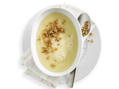 Sellerie-Kartoffel-Suppe mit Nussbröseln
