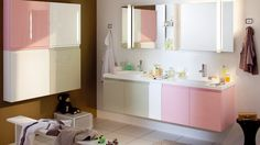 Salle de bains meubles roses