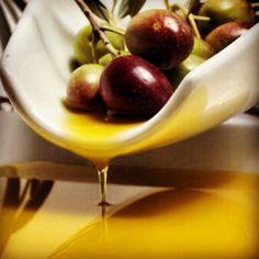 Aceite de oliva, zumo de aceitunas. Oliver oil is olive juice