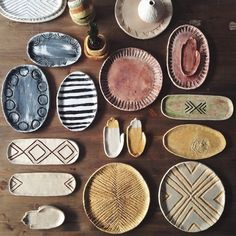 Timestamps DIY night light DIY colorful garland Cool epoxy resin projects Creative and easy crafts Plastic straw reusing ------. Pottery Pots, Ceramic Pottery, Ceramic Plates, Ceramic Art, Clay Vase, Assemblage, Pottery Designs, Air Dry Clay, Diy Clay
