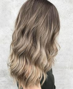 Beautiful colour by @lexibannister_hair Cut and Style by @danae_edwardsandco #edwardsandco #edwardsandcoalexandria