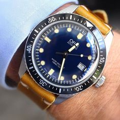 The new @oriswatch 65 Diver in 42mm is awesome on the wrist - love the blue dial and it looks great on this mustard Horween leather strap from @woodnsteel  ---------------------------------------- #oriswatch #oris #65 #oris65 #vintage #modern #diver #dive