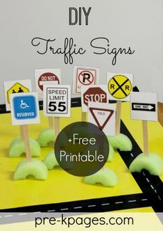 Add environmental print to your preschool, pre-k, or kindergarten classroom with these free, printable traffic signs for your block center. Block Center Preschool, Preschool Centers, Kindergarten Classroom, Creative Curriculum Preschool, Free Preschool, Preschool Printables, Transportation Activities, Environmental Print, Environmental Science