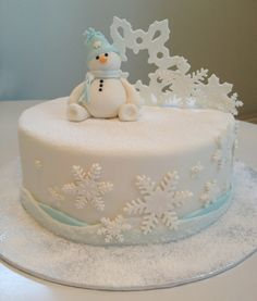 Christmas Cake Designs, Christmas Cake Decorations, Holiday Cakes, Fondant Christmas Cake, Christmas Cake Topper, Christmas Cakes, White Wedding Cakes, Wedding Cakes With Flowers, Flower Cakes