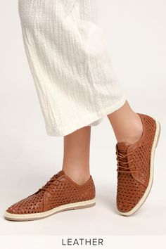 The Seychelles Retro Row Cognac Leather Woven Espadrille Oxford are old school style with a trendy twist! Woven genuine leather oxfords with espadrille soles. Leather Weaving, Linen Pants, School Fashion, Classic Looks, The Row, Espadrilles, Oxford Shoes, Dress Shoes, Seychelles