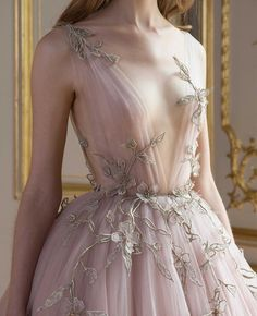 Detail at Paolo Sebastian Fall-Winter 2017 Haute Couture. Stunning Dresses, Beautiful Gowns, Pretty Dresses, Beautiful Outfits, Beautiful Gorgeous, Paolo Sebastian, Evening Dresses, Prom Dresses, Formal Dresses