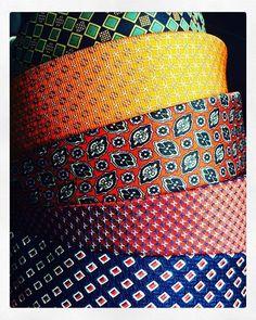 Tarararammmm!!! Garimpos vintages Tramas lindos!!  #cores #colorful #colors #buttonearrings #button #pattern #padrao #tecidos #seda #vintage #retro #garimpo #sustentabilidade #reciclagem #reciclaje #design #handmade #criatividade #comprodequemfaz #buttons #kraft #fiber #fiberart #artesanato #portoalegre #saturday #sabado #mercadovintage # by tramadeluxo http://ift.tt/1U67L2N