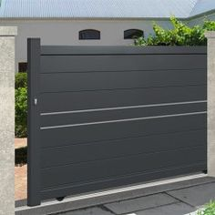 We have a large range of sliding gates to protect your home in style, ✅ state-of-the-art material ✅ Direct factory prices ✅ Resistant to the most extreme weather conditions ✅ 10 year manufacturer guarantee Gate Wall Design, House Main Gates Design, Front Gate Design, Modern Main Gate Designs, Modern Fence Design, Front Gates, Entrance Gates, Garage Gate, Metal Garden Gates