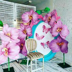 Я не люблю и не работаю с искусственными цветами, но я без ума от гигантских цветов! Вот такими орхидеями и пионами я оформляла вчерашний весенний фотопроект для @yuliya_kozlova_photographer Листайте фото))) #декораторбелгород #декораторсветланабогмацера #decor #весна #веснавбелгороде #семейныйпикник #семейнаяфотосессия #фотопроект #весеннийфотопроект #гигантскиецветы #декорназаказ #оформлениевитрины #витринывбелгороде #декорвитрины #витринывворонеже #оформлениеинтерьера…