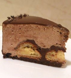 Tort profiterol | Pleziruri Chocolate Flowers, Healthy Menu, Profiteroles, Pastry Cake, Creme Brulee, Something Sweet, Chocolate Desserts, Cheesecakes, Nutella