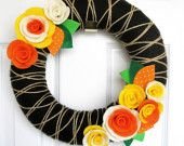 Items similar to 14 inch Juice - Yarn Wreath with Felt Flowers - The Original Felt Yarn Wreath on Etsy Fall Yarn Wreaths, Felt Wreath, Fabric Wreath, Diy Wreath, Wreath Ideas, Sewing Crafts, Diy Crafts, Sewing Projects, Felt Flowers