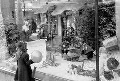 Family outings to see department store displays  - CountryLiving.com