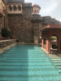 Neemrana Fort Palace – Experiencing The Vintage Aura !
