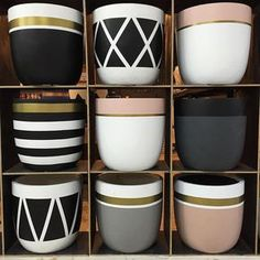 diy black and white terracotta painted pots Painted Plant Pots, Painted Flower Pots, Decorated Flower Pots, Concrete Crafts, Concrete Planters, Garden Planters, House Plants Decor, Plant Decor, Pottery Painting Designs