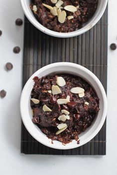 Dark chocolate and peanut butter oatmeal is one of my ultimate favorite breakfast to have. This oatmeal is not sweet but healthy, nutritious and very felling.