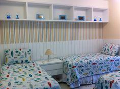 Neste apartamento à beira mar, onde havia uma pequena sala de estar, hoje é um quarto para três crianças. Confortável, delicado e com boa circulação.