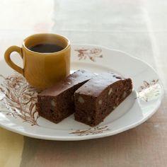 ごぼうの香ばしさがココアと相性の良い、ごぼうのブラウニー。/卵とバターを使わない からだに優しいおやつ(「はんど&はあと」2012年5月号)