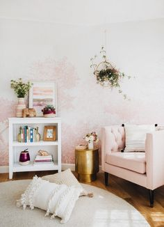 Home Remodel Porch pale pink walls + accents Murs Roses, Living Room Decor, Bedroom Decor, Glam Bedroom, Bedroom Interiors, House Interiors, Living Rooms, Wall Decor, Global Decor