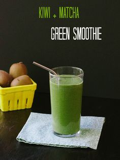 This Kiwi + #Matcha Green Smoothie is perfect for #detoxing